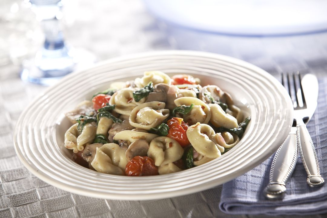 Cheese Tortellini with Spinach, Tomatoes, and Mushrooms