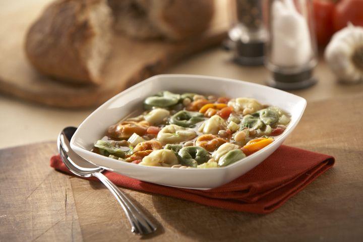 Sopa de Frijoles Blancos y Tortellini de Queso