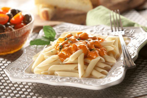 Pasta Toscana con Crema de Tomate y Albahaca